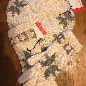 Hand knit Liz Claiborne hat and glove set
